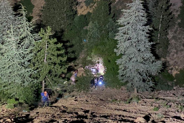 Otomobil 100 metrelik uçurumdan aşağı düştü: 1 ölü, 4 yaralı