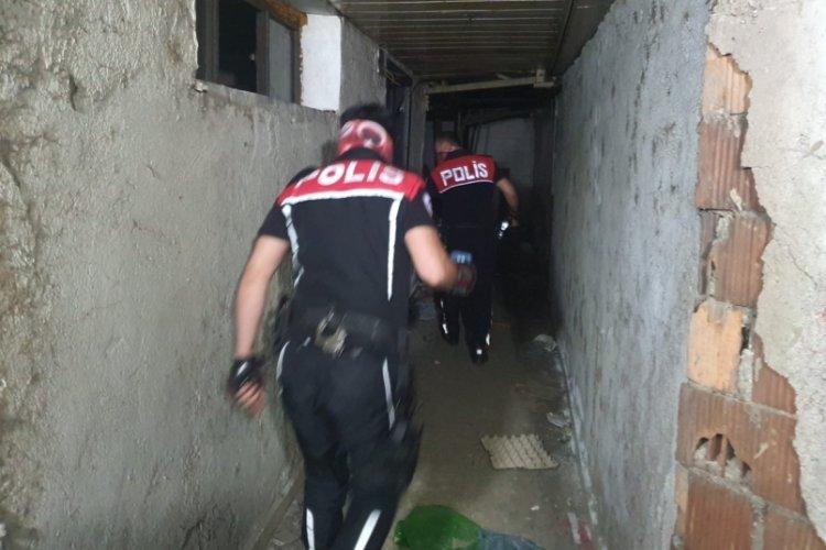 Bursa'da metruk binalara 100 polisle baskın