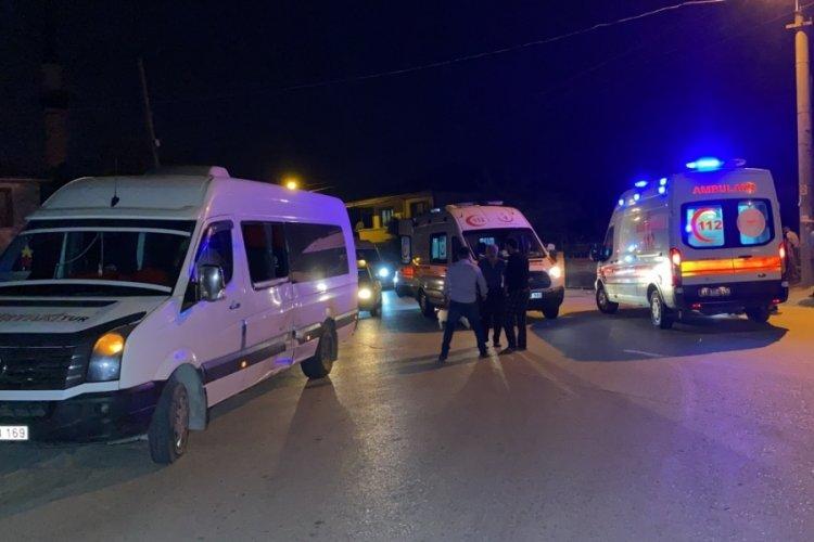 Motosiklet ile minibüs çarpıştı: 2 yaralı