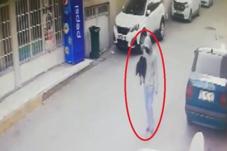 Bursa'da iki sene önce giydiği mont hırsızı ele verdi