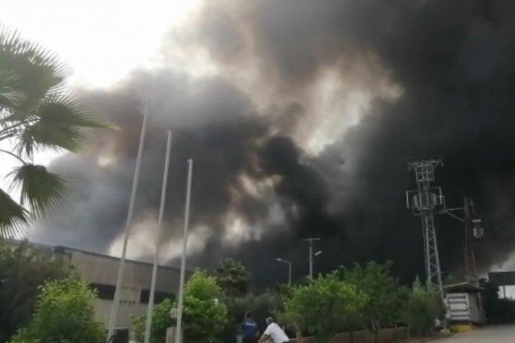 Kaynak yapılırken çıkan yangın fabrikaya sıçradı