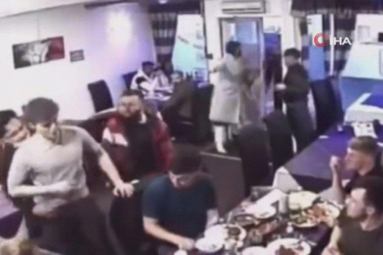 Garson, müşteriyi Heimlich manevrasıyla boğulmaktan kurtardı