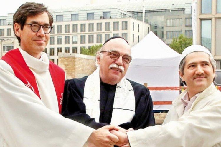 Berlin'de skandal! Alman Meclis Başkanı FETÖ'cülerle aynı törende