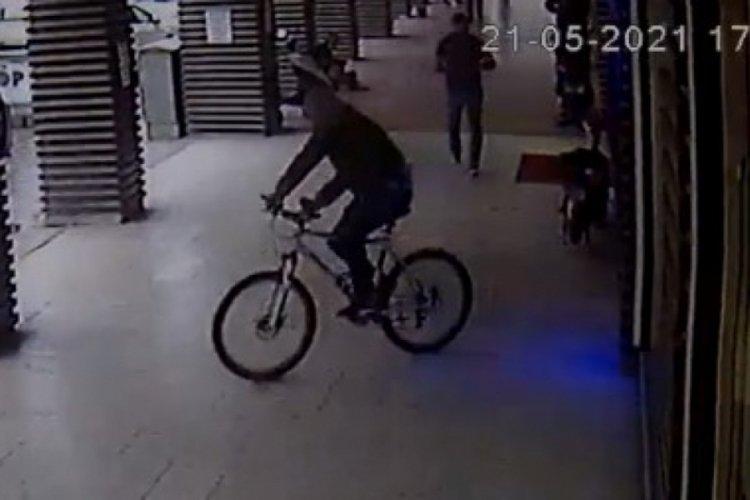 Bursa'da bisiklet hırsızı güvenlik kameralarına yakalandı