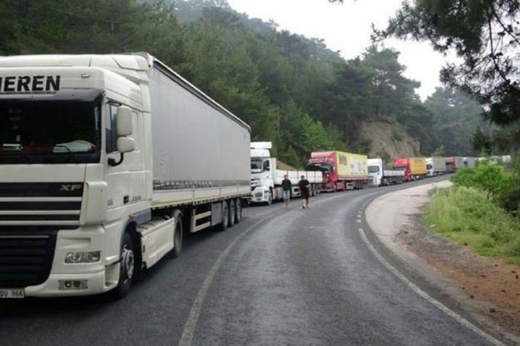 Çanakkale - İzmir yolu kapandı! Kilometrelerce kuyruk oluştu...