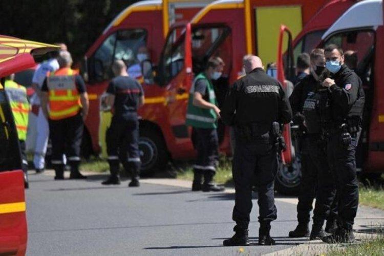 Fransa'da polise bıçaklı saldırı!