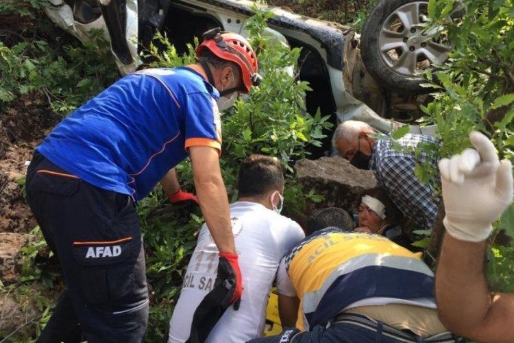 Tunceli'de çarpışan iki otomobilden biri uçuruma yuvarlandı: 10 yaralı