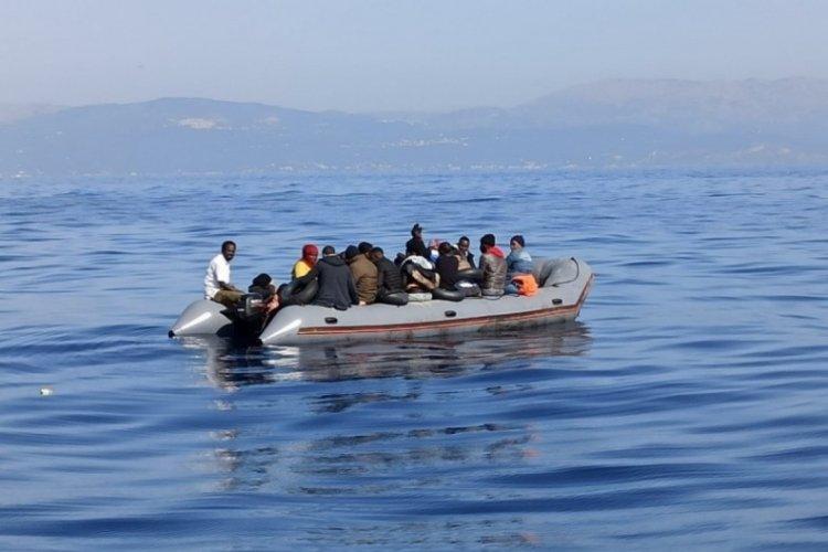 Türk kara sularına itilen 24 göçmen Çeşme açıklarında kurtarıldı
