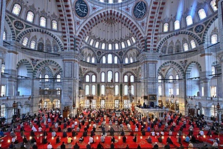 Fatih Camii'nde Fatih Sultan Mehmet için mevlit okutuldu