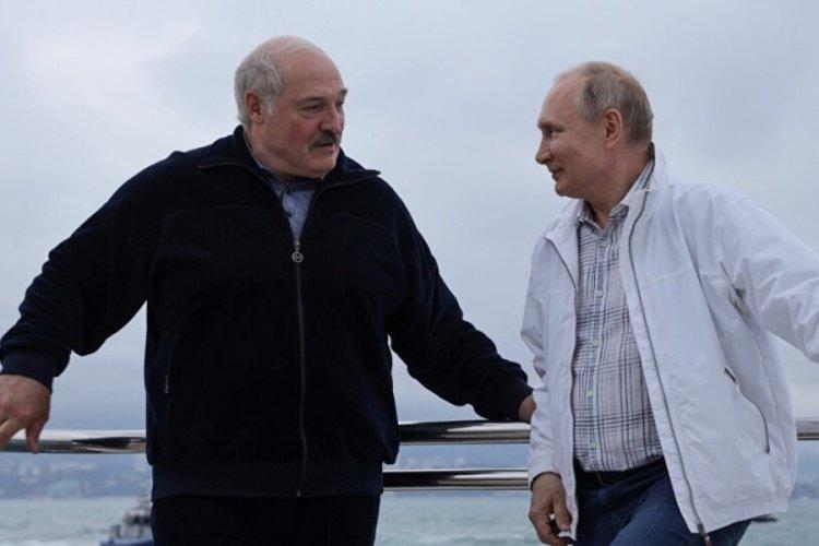 Putin ve Lukaşenko'nun tekne keyfi