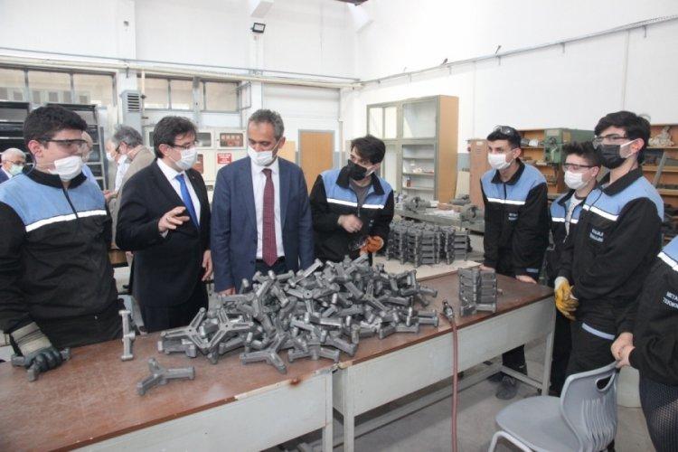 Milli Eğitim Bakan Yardımcısı Özer, Bursa Tophane MTAL'yi ziyaret etti