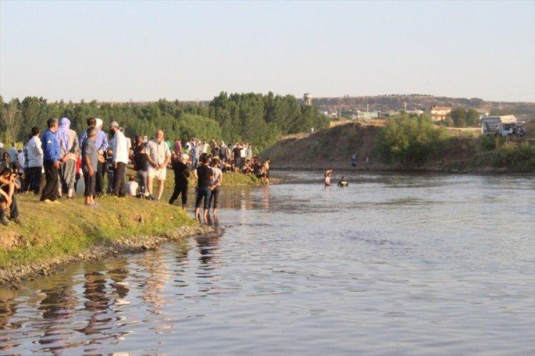 Dicle Nehri'ne giren 16 yaşındaki genç boğuldu