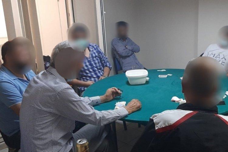 Derneğe kumar baskını: 15 kişiye ceza kesildi