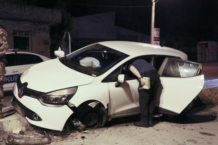 """Polisin """"dur"""" ihtarına uymayan alkollü sürücü kaza yaptı"""