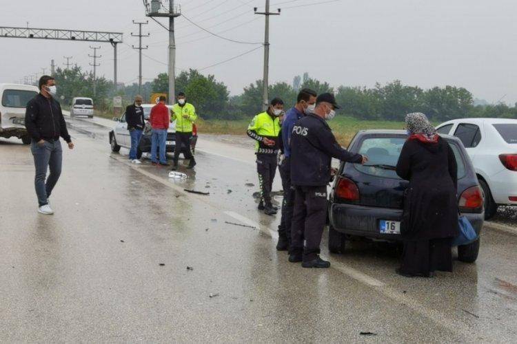 Bursa'da zincirleme kaza! 1'i çocuk, 5 yaralı var