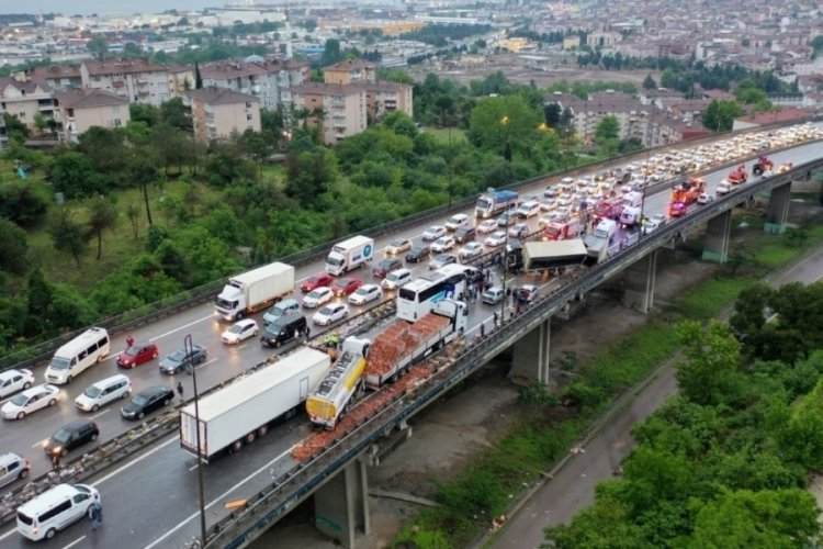 Kazanın kapattığı TEM'in İstanbul istikameti 8 saat sonra trafiğe açıldı