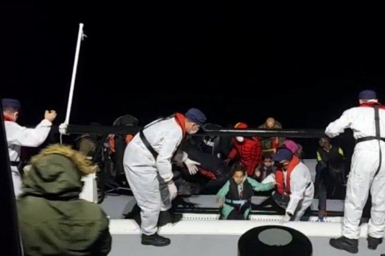 İzmir açıklarında 74 göçmen kurtarıldı
