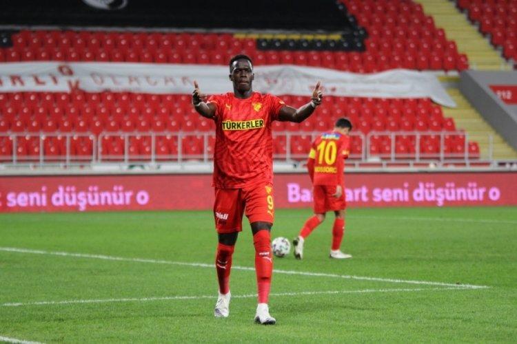 Göztepe, Cherif Ndiaye ile 3 yıllık sözleşme imzaladı