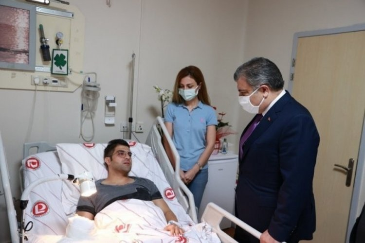 Bakan Koca'dan saldırıya uğrayan doktora ziyaret