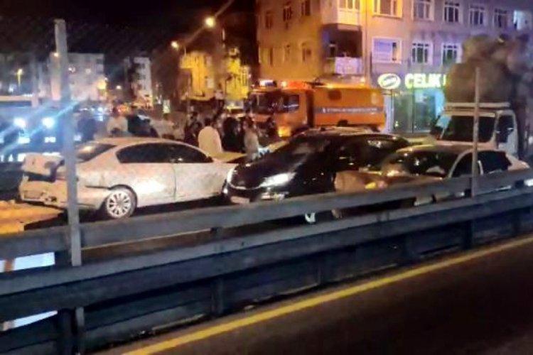 Metrobüs durağında zincirleme kaza