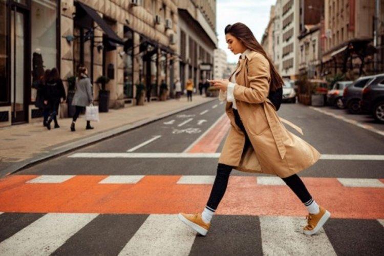 Polonya'da yaya geçitlerinde cep telefonu yasağı