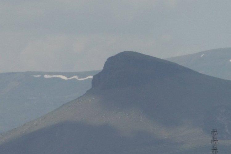 Kars'ta goril siluetine benzeyen dağ görenleri şaşırtıyor