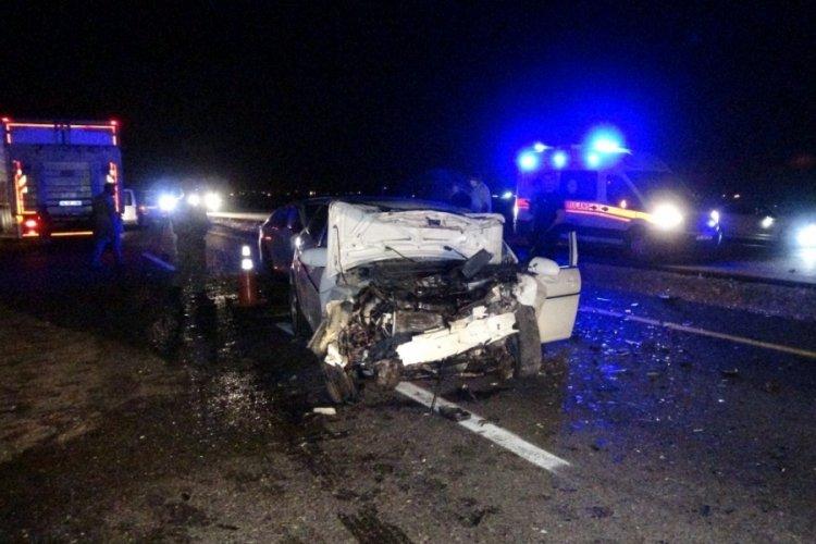 Diyarbakır'da iki otomobil kafa kafaya çarpıştı