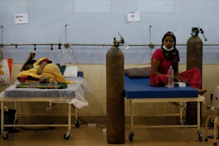 Hindistan'da Kovid-19 salgınında son 24 saatte 2 bin 887 kişi öldü