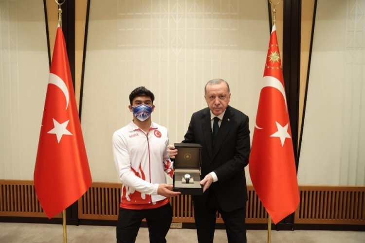 Cumhurbaşkanı Erdoğan, Mert Efe Kılıçer'i ödüllendirdi