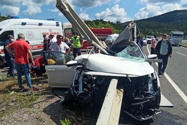 Bariyer otomobile saplandı: 1 ölü, 3 yaralı