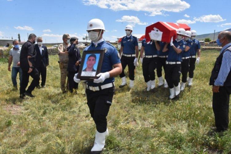 Bursa'da silahının kazara ateş alması sonucu vefat eden polis memuru toprağa verildi