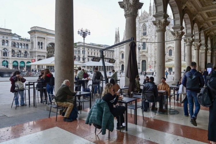 İtalya'da son 24 saatte 2 bin 557 yeni vaka