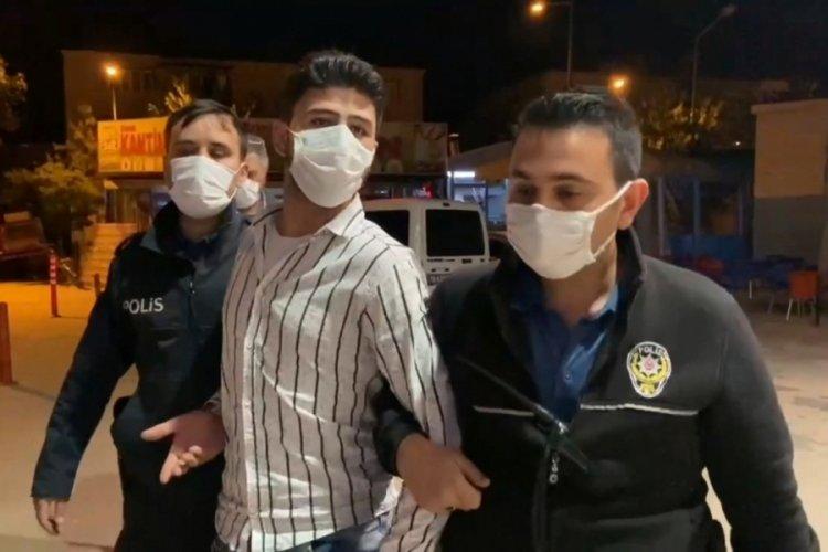 Bursa'da polisin durdurduğu şüphelinin üzerinden 'polis rozeti' ve 'ruhsatsız tabanca' çıktı