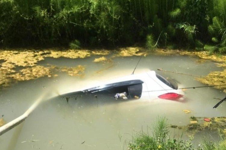 Bursa'da otomobil sulama kuyusuna gömüldü! 2 yaralı