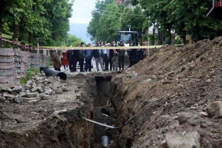Göçük altında kalan belediye işçisi hayatını kaybetti