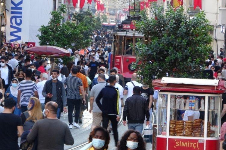 İstiklal caddesi gün içinde doldu taştı