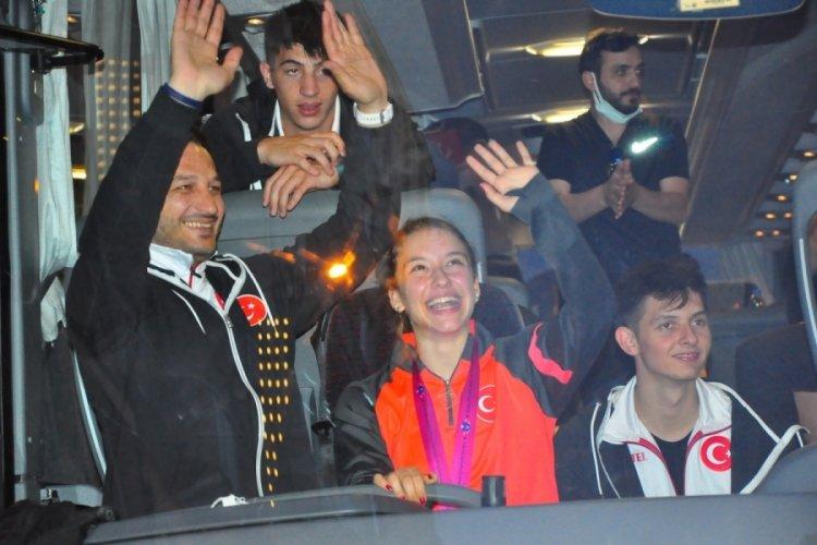 Ayşe Begüm Onbaşı, memleketi Manisa'da coşkuyla karşılandı