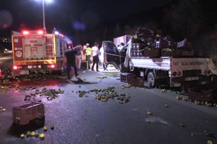 Mersin'de kamyon ile kamyonet çarpıştı: Ölü ve yaralılar var...