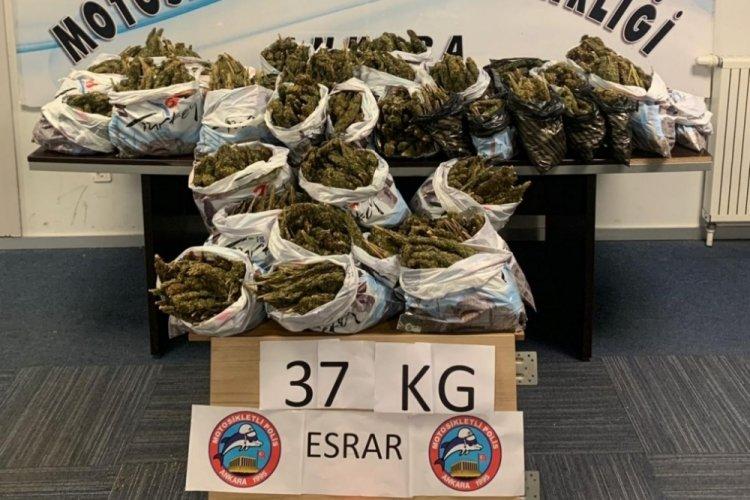 Üst aramasında çıkan anahtarda yazılı adreste 37 kilogram esrar yakalandı