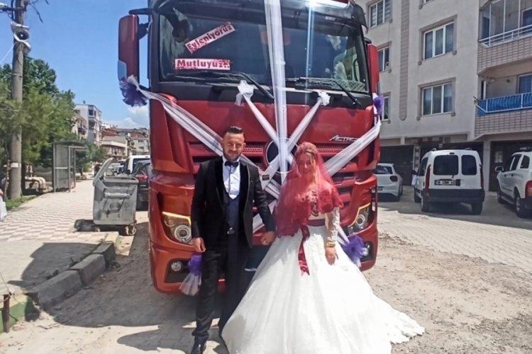 Bursa'da TIR, gelin aracı oldu