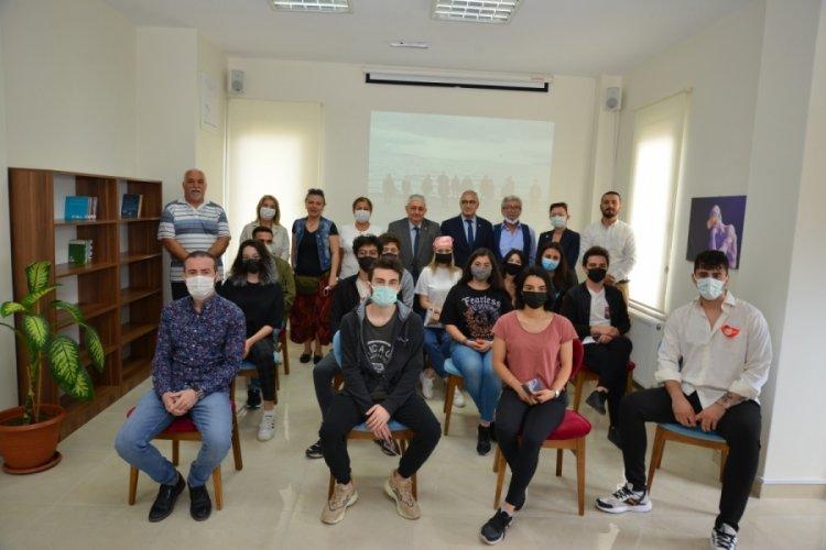 Bursa Gemlik'te gençlerin yeni buluşma noktası açıldı