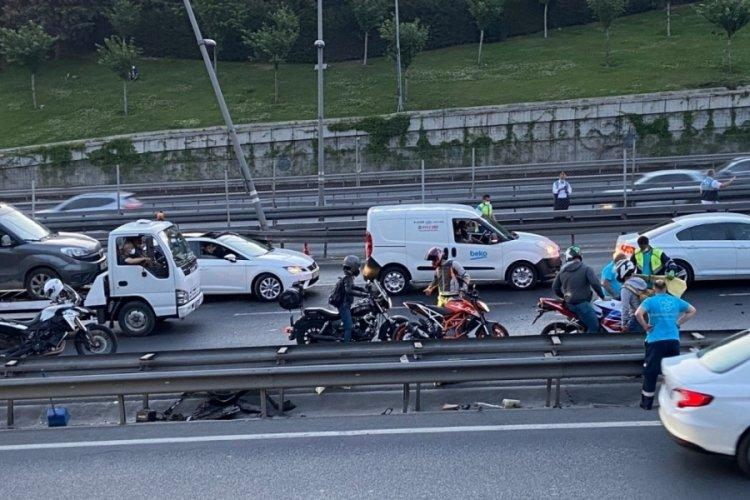 E-5'i kilitleyen kaza: Otomobilin motoru fırladı