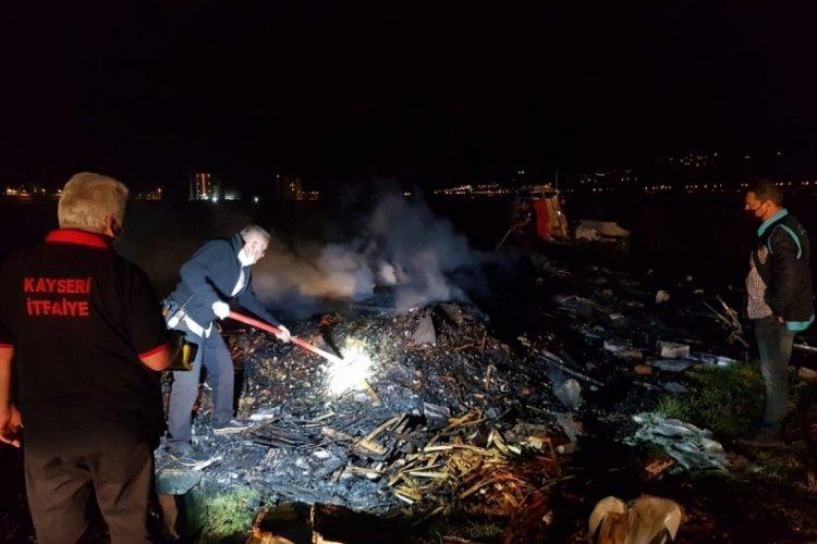 Gece saatlerinde barakada yangın