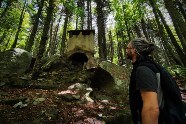 Bursa Uludağ'da ormanların içinde tarzanın yaşadığı alan ilk günkü gibi duruyor