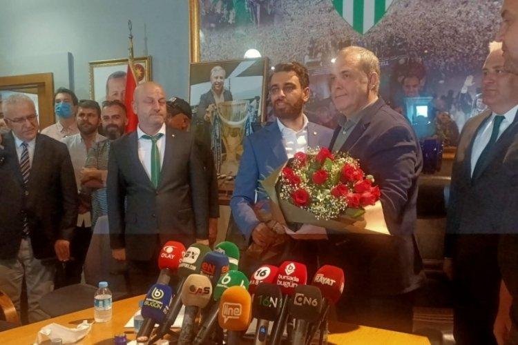 Bursaspor Kulübü'nün yeni başkanı Hayrettin Gülgüler mazbatasını aldı!