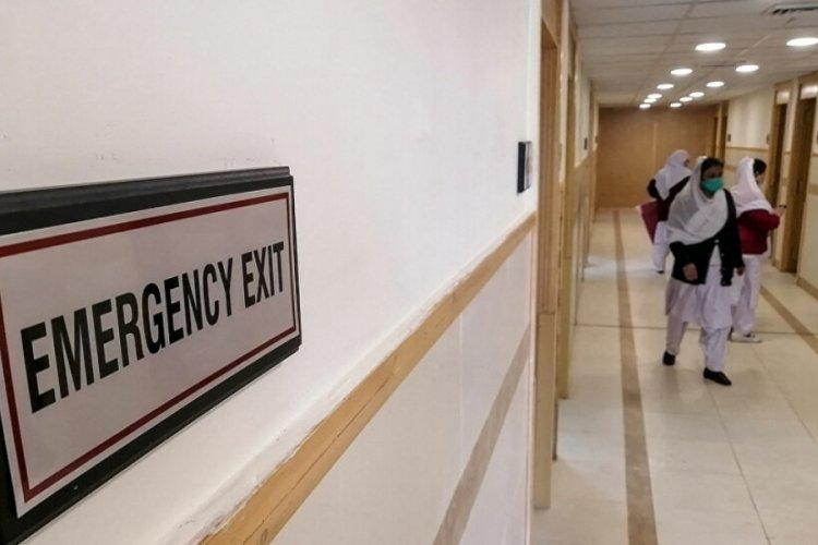 Pakistan'da sahte doktor olan güvenlik görevlisinin ameliyat ettiği kadın öldü!