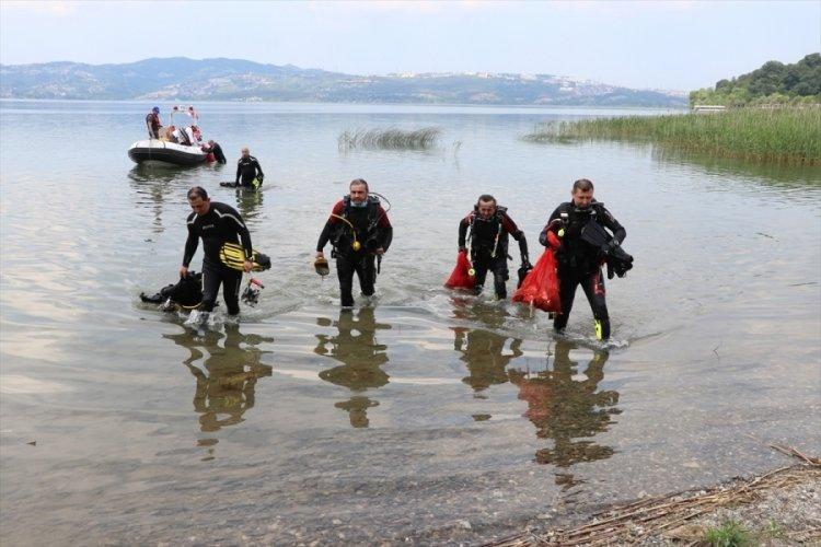 Gönüllüler Karadeniz sahili ve Sapanca'daki çöpleri temizledi