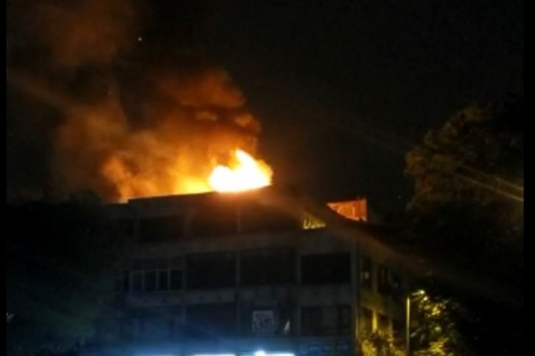 4 katlı iş merkezinde yangın