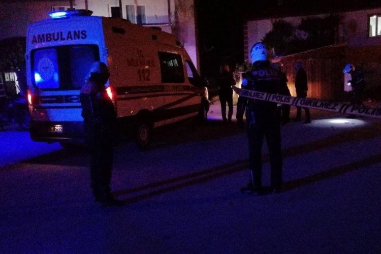 Komşular arasında bıçaklı, silahlı kavga: 1'i polis 5 yaralı