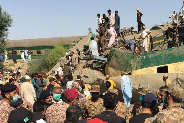 Pakistan'daki tren kazasında ölenlerin sayısı 62'ye yükseldi